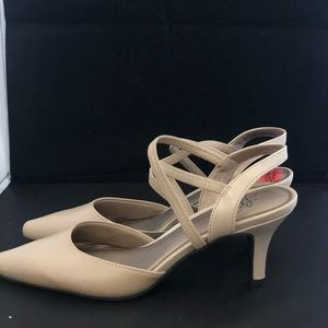 Life Stride nude heels